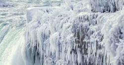 دنیا کی سب سے بڑی آبشار برف میں تبدیل