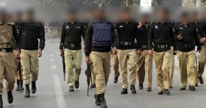 پاکستان کی پولیس عمران خان کے آتے ہی کارنامےسر انجام دینے لگی ۔۔ڈی ایس پی نے بھیس بدل کر کیا کام کر ڈالا ؟