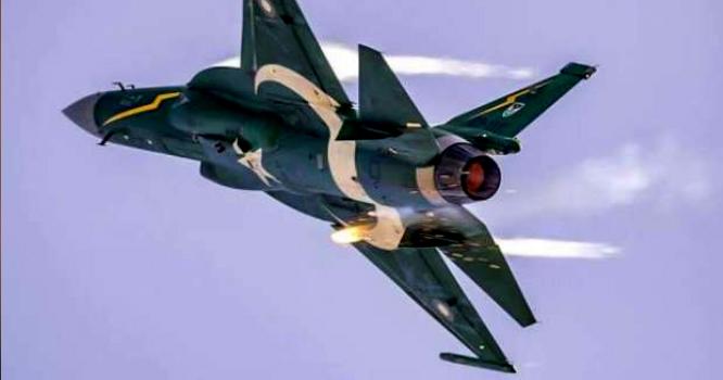 جے ایف 17 تھنڈر جنگی طیارے پاکستان کی حفاظت کیلئے ایکشن میں آگئے