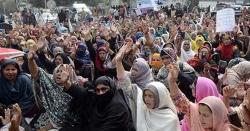 لیڈی ہیلتھ ورکرز کا پنجاب اسمبلی کے سامنے دھرنا، ٹریفک کا نظام درہم برہم