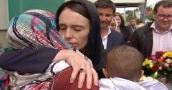 وزیر اعظم نیوزی لینڈ کی مسجد کی تقریب میں سر ڈھک کر شرکت
