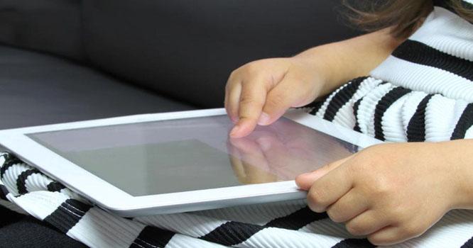 موبائل اسکرین بچوں کی ذہنی صحت کے لیے انتہائی خطرناک