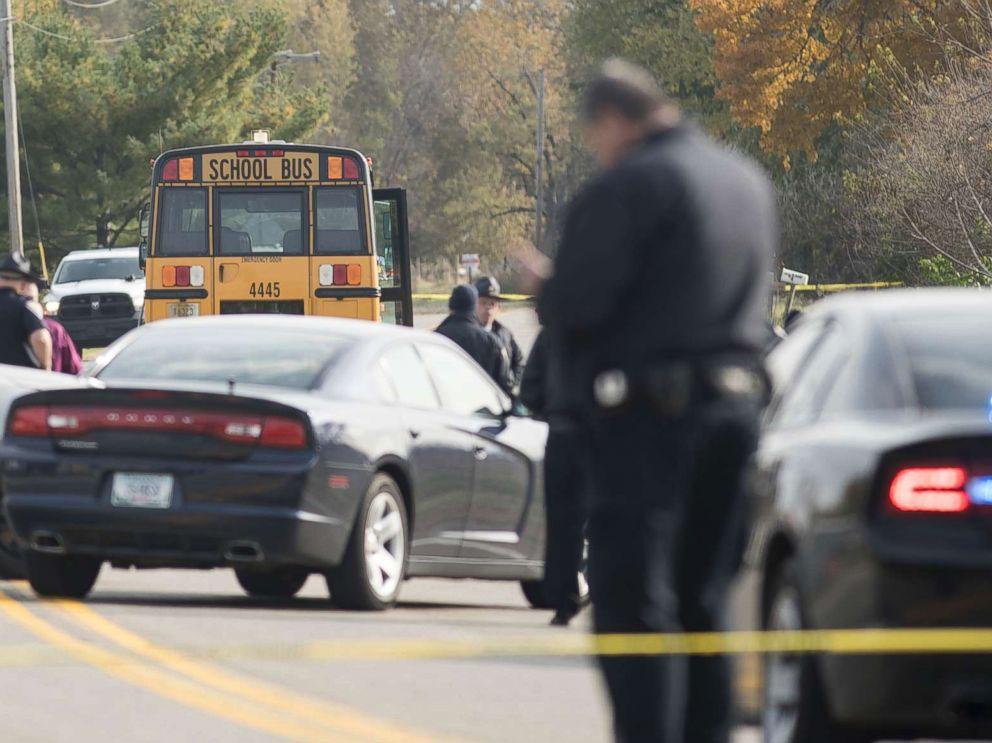 سکول میں مسلح افراد کی اندھادھند فائرنگ، 6بچوںسمیت8 افراد جاں بحق ، افراتفری مچ گئی