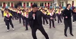 چینی پرنسپل کابچوں کو ورزش کروانے کا منفرد انداز