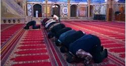 جس نماز ی کی بے احتیاطی کی وجہ سے یہ آواز سنائی دے گئی اسے بھاری جرمانہ ہو گا، اشتہار لگا دیا گیا