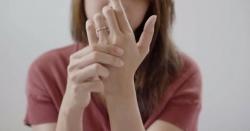 کیا آپ کے ہاتھ بھی سن ہوجاتے ہیں، یہ کس بیماری کی علامت ہوسکتی ہے