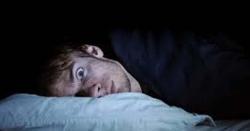 نیند میں اچانک جھٹکا کیوں لگتا ہے