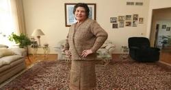 امریکی خاتون نے سینکڑوں شاپنگ بیگ سے انوکھا لباس تیار کر لیا