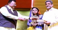 گلوکارہ شازیہ خشک نے ہوٹل میں کتاب کارنر قائم کروا دیا