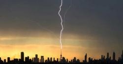 کویت:لبریشن ٹاورپرآسمانی بجلی گرنے کے مناظر
