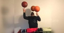 نوجوان کی باسکٹ بال سے کرتب بازی