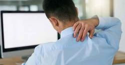 کمپیوٹرپر کام کے دوران گردن کو سیدھا نہ رکھنا نقصان دہ