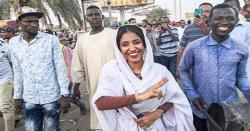 سوڈان میں 22 سالہ لڑکی انقلابی لیڈر