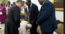 پوپ فرانسس کی جنوبی سوڈان کے سیاسی رہنماؤں کی قدم بوسی