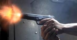 نامور سیاسی شخصیت کے ڈیرے پر فائرنگ ۔۔۔ ہلاکتوں کی اطلاعات