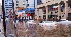 متحدہ عرب امارات میں طوفانی بارشوں سے معمولات زندگی درہم برہم