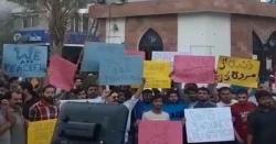 غلط انجیکشن سے متاثرہ بچی کے اہلخانہ کا دارالصحت اسپتال کے خلاف شدید احتجاج