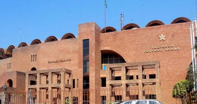 پی سی بی کے دو آفیشلز اپنے عہدوں سے مستعفی