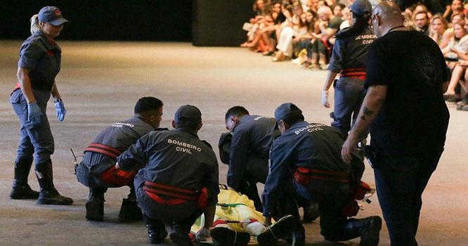 کیٹ واک کے دوران منہ کے بل گرنے سے مرد ماڈل ہلاک