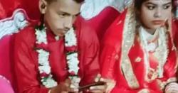 بھارت:ویڈیو گیم کا دیوانہ دولہا شادی پر گیم کھیلتا رہا!!