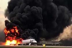 طیارے کی ہنگامی لینڈنگ کے دوران آتشزدگی