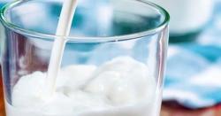 معدے اوردل کے امراض، جوڑوں کے درد، بے خوابی سے بچنا چاہتے ہیں تو دودھ میں یہ معمولی سی چیز ڈال کر پئیں