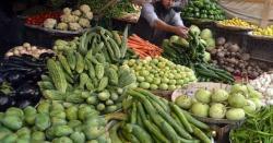 عوام نے مہنگی سبزی خریدنا چھوڑ دی، منڈی کے تاجر نقصان میں سبزی بیچنے لگے