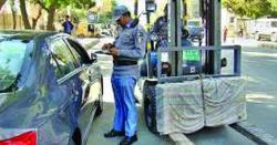 موٹرسائیکل سواروں کے بعد اب گاڑیوں کی باری  ٹریفک پولیس کوکارروائی کا حکم مل گیا