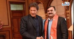 عمران خان نااہل ہے کیونکہ اسے چوری کرنی نہیں آتی