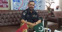 ایس پی طاہر داوڑ کی میت منظور پشین کو دیتے ہوئے پاکستانی پرچم کے ساتھ کیاسلوک کیا گیا ؟