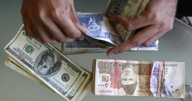 آئی ایم ایف سے معاہدہ طے ہوتے ہی ڈالر سپر مین بن گیا ، اتنی اونچی اڑا ن کہ پاکستانی روپیہ زمین سے لگ گیا ، ہوشربا خبر
