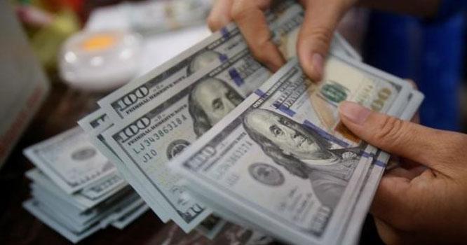 ڈالر 76 پیسے مہنگا، سٹاک مارکیٹ میں 500 سے زائد پوائنٹس کی کمی