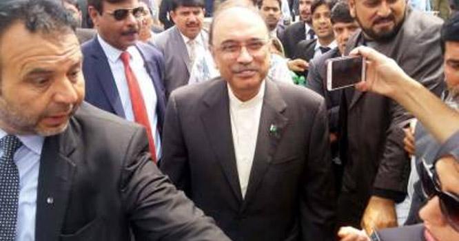 سابق صدر آصف علی زرداری کے وارنٹ گرفتاری جاری کر دیے گئے