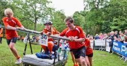 برطانیہ میں بسترپر ساتھی کواُٹھا کر دوڑنے کا مقابلہ