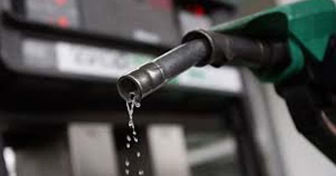 عالمی   منڈی میں خام تیل کی قیمتوں میں کمی ہوئی جس کے بعد پٹرول کی قیمت میں کمی کا امکان