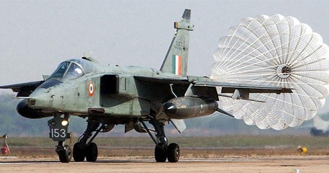 بھارتی لڑاکا طیارے سے پرندہ ٹکرانے پر پائلٹ نے بم گرا دیئے