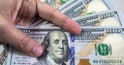 اوپن مارکیٹ میں ڈالر 50 پیسے مہنگا، 157 روپے 50 پیسے پر فروخت