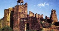 پاکستان مِیں تعمیر کیا جانے والا وہ صدیوں پرانا معروف ترین قلعہ جسے بہت سے بزرگان دین نے اپنی جانیں قربان کرکے تعمیر کیا تھا
