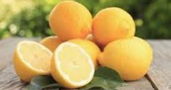لیموں کو چار حصوں میں کاٹ کر نمک چھڑک کر کچن میں رکھ دیں، ایسا فائدہ ملے گا کہ آپ خود حیران رہ جائیں گے