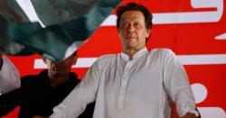 عمران خان کی پریس کانفرنس کے دوران صحافی نے کپتان کو بیچ میں ٹوک کر سوال کر ڈالا