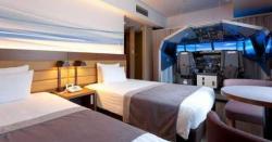 ٹوکیو کے ہوٹل نے اپنے ایک کمرے میں لائف سائز فلائٹ سیمولیٹر نصب کر دیا