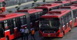 لاہور میں میٹرو بس کا ٹائر پھٹ گیا، مسافر محفوظ رہے