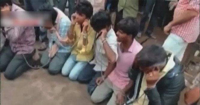 بھارت: ہندو انتہا پسند گائے لے جانیوالے 24 مسلمانوں کو باندھ کر ہراساں کرتے رہے