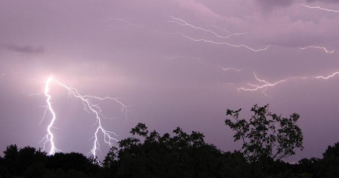آئندہ چوبیس گھنٹوں کے دوران شدید طوفانی بارشوں کا امکان،محکمہ موسمیات نے خبردار کر دیا
