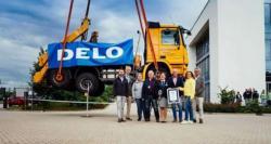 جرمن کمپنی نے انتہائی طاقتور گلیو کی مدد سے 17 ٹن کے ٹرک کو 1گھنٹے تک ..