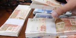 غیرملکی کرنسیوں کے مقابلے میں روپے کی قدر میں اضافے کا تسلسل جاری،امریکی ڈالر،برطانوی پاؤنڈ،سعودی ریال، اماراتی درہم مزید سستا ہوگیا