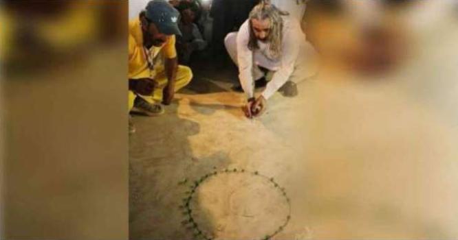 کشمیر لہو لہان دوسری طرف وفاقی وزیر برائے امور کشمیر کی قنچے کھیلتے ہوئے تصاویر وائرل