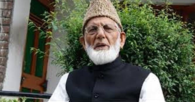 ظالمانہ کرفیو کے باوجود تحریک آزادی کشمیر کے رہنما سید علی گیلانی منظر عام پر آگئے