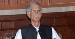 پاکستانی سیاست میں بڑی ہلچل ، وزیر دفاع پرویز خٹک سے قلمدان واپس لیے جانے کا امکان