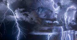 ویسٹ انڈیز میں فٹبال میچ کے دوران  آسمانی بجلی گرنے سے 2 کھلاڑی شدید زخمی
